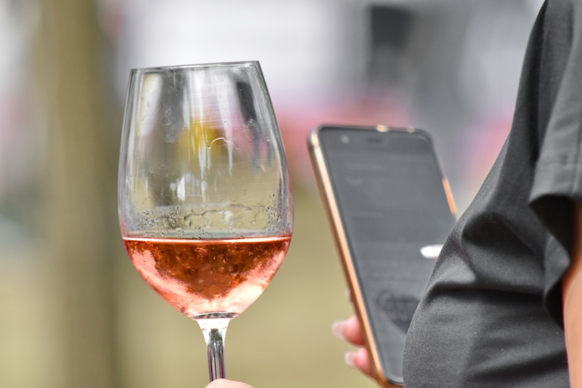 champagne, elegance, luxury, mobile phone, party, red wine, glass, drink, beverage, celebration