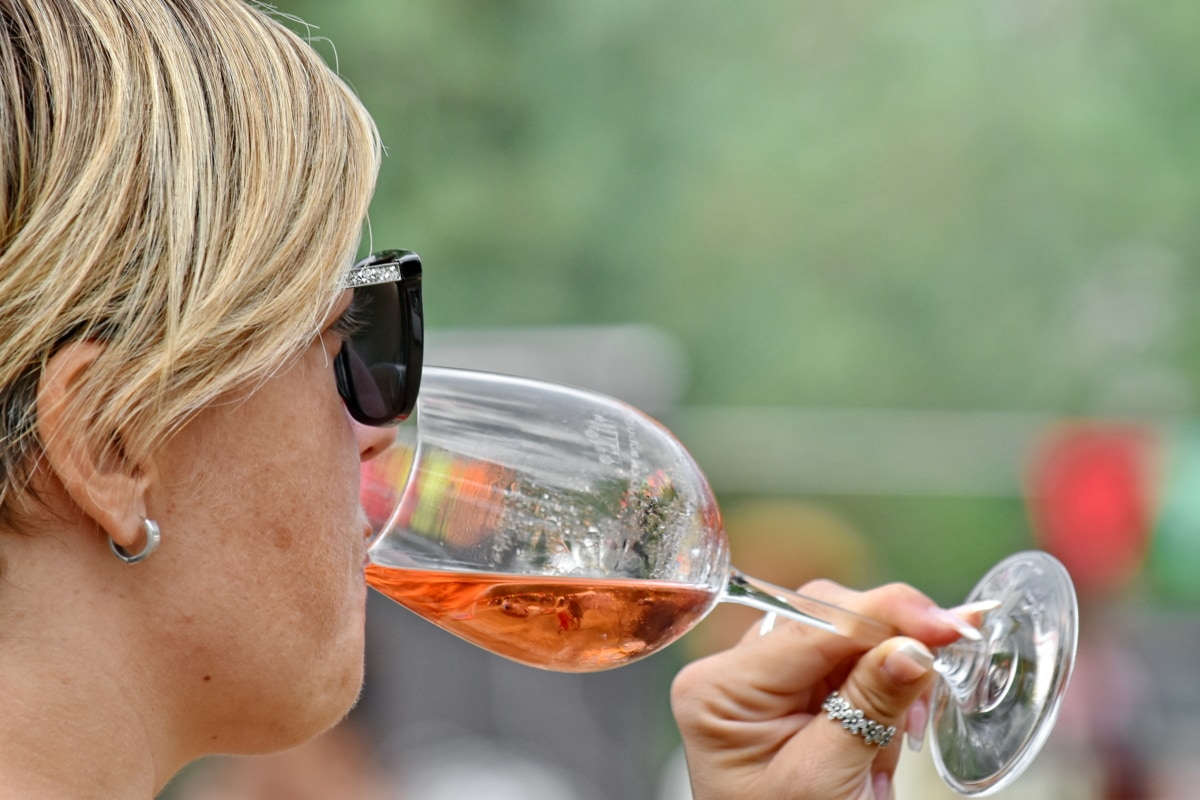 alcohol, beverage, red wine, woman, glass, wine, nature, outdoors, summer, girl