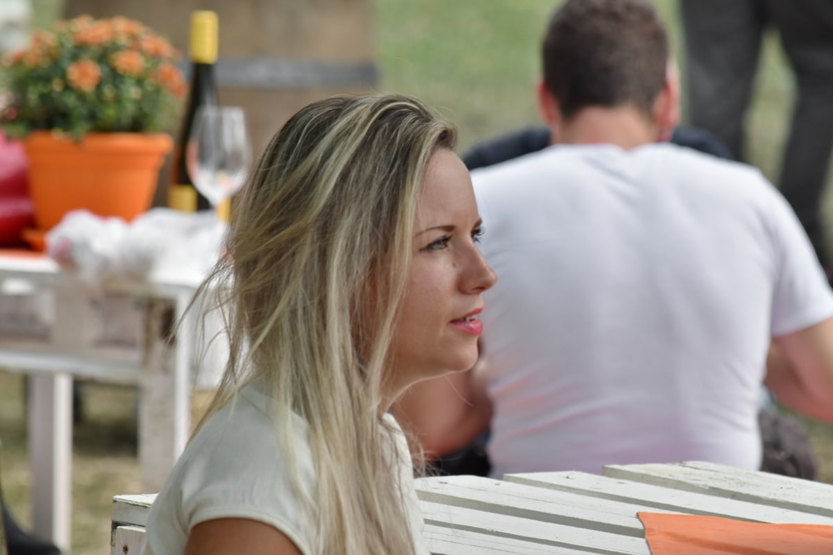blonde haren, prachtige, kapsel, lippenstift, picknick, Mooi meisje, vergadering, persoon, vrouw, man