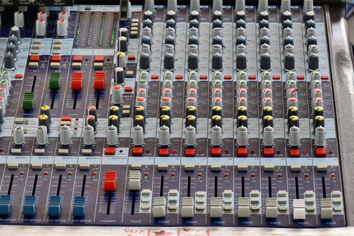 amplificador, Término análogo, audio, electrónica, equipamiento, intensidad, mezclador, panel, producción, sonido