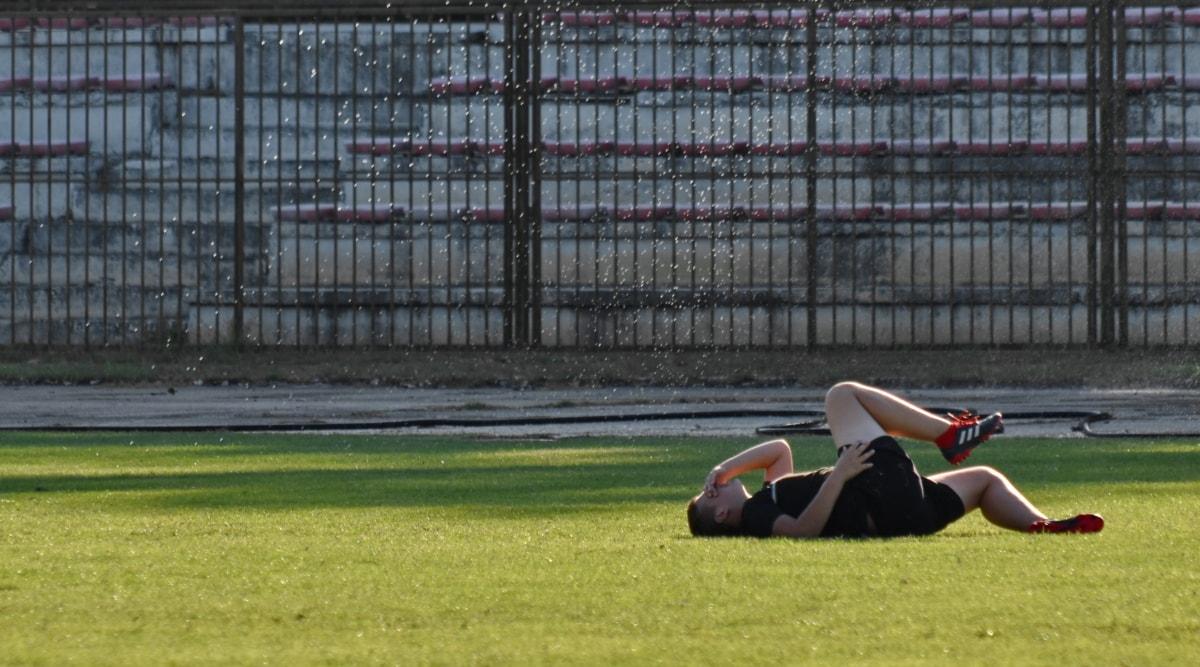 fältet, fotbollsspelare, skada, simulering, idrott, konkurrens, kurs, gräs, fotboll, idrottsman nen