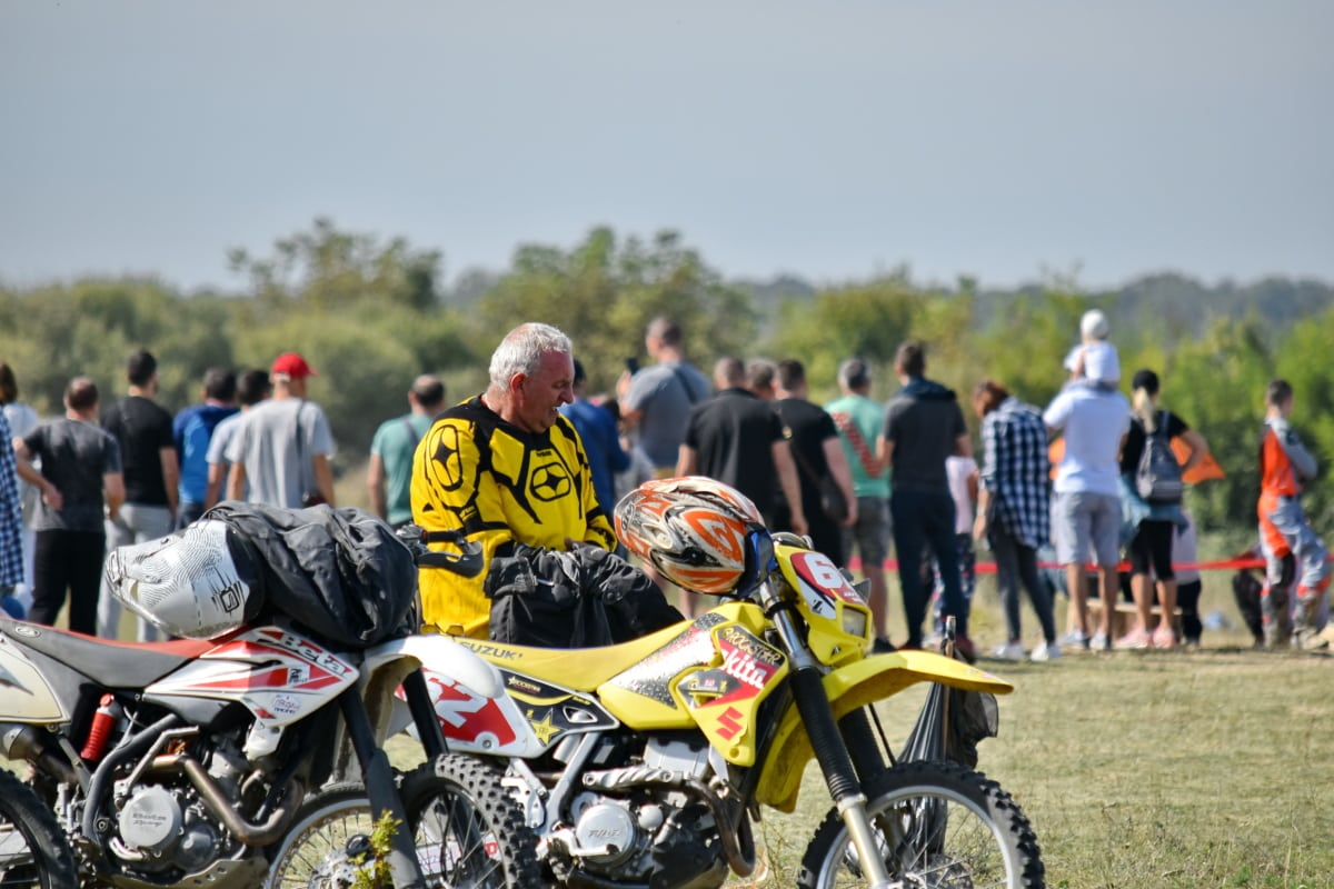 crowd, motorbike, motorcyclist, bike, sport, vehicle, helmet, biker, race, people