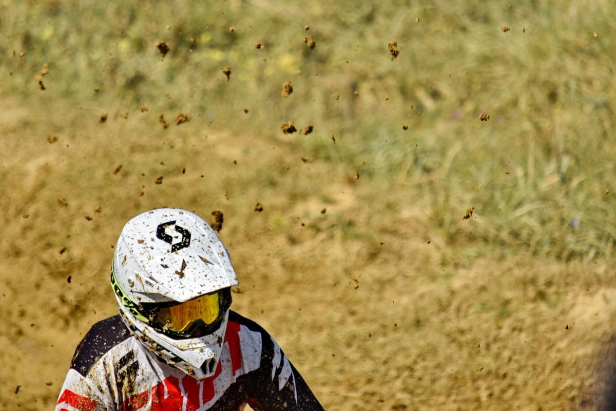 едър план, мръсотия, бързо, каска, момент, мотоциклетист, движение, кал, състезания, скорост