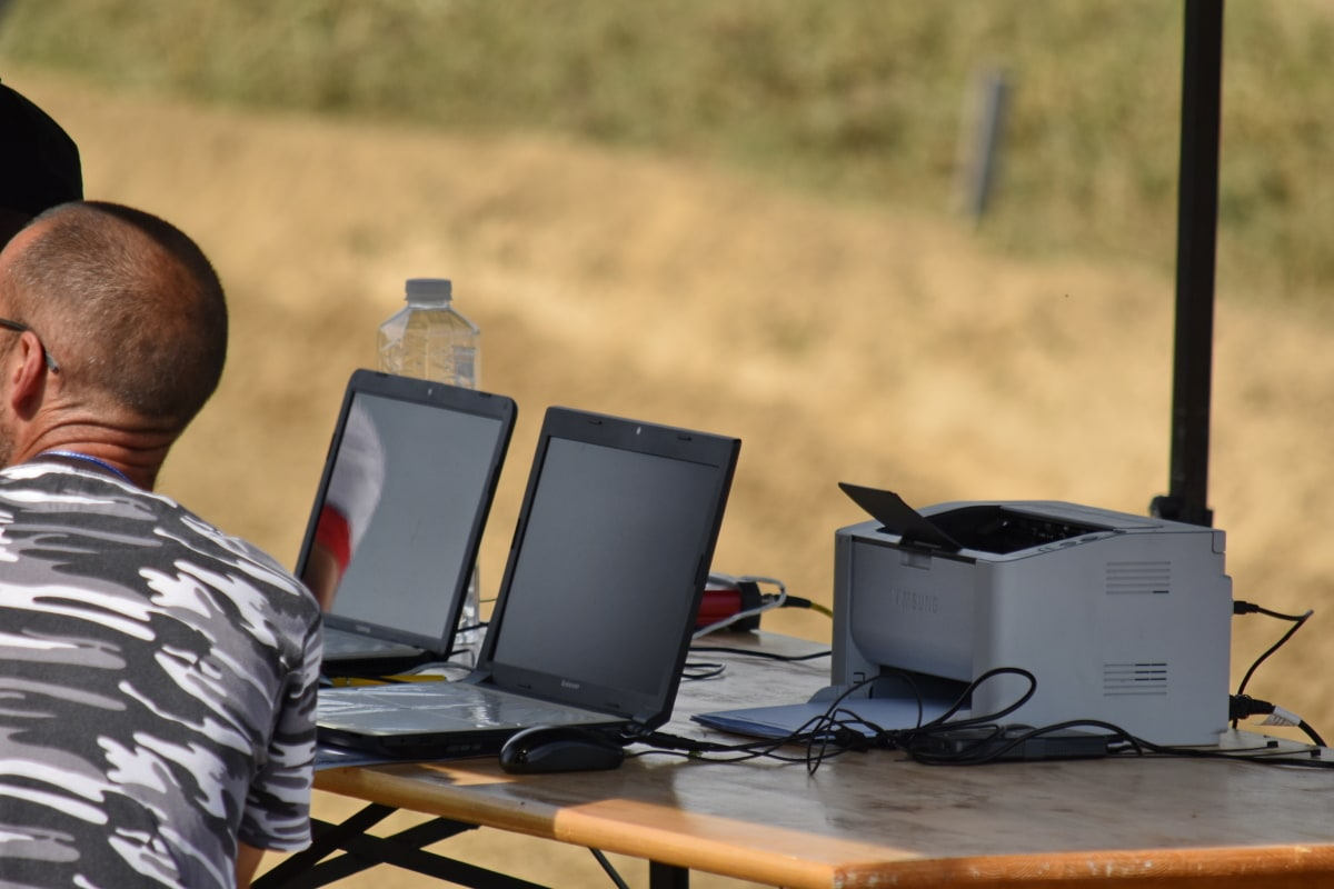Stručni, stručnost, rad na terenu, programer, posao, računalo, dnevno, prijenosno računalo, bilježnica, čovjek