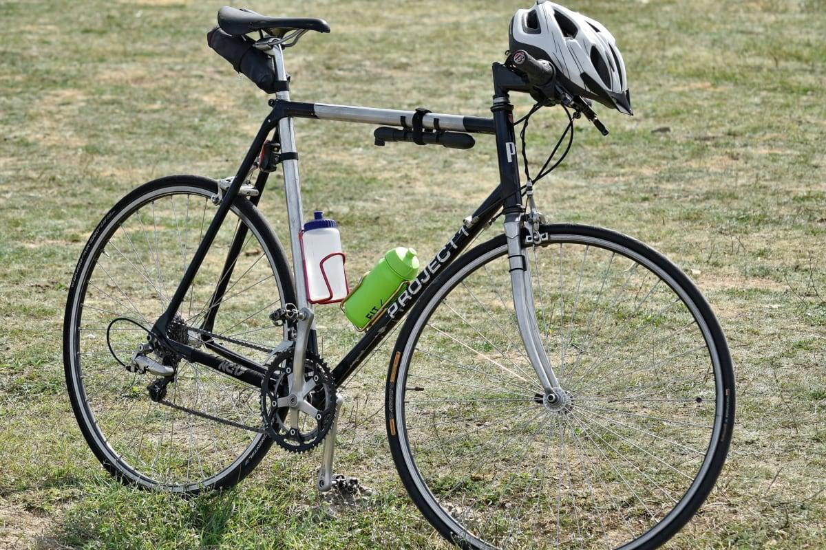 prilba, Horský bicykel, volant, bicyklov, koleso, sedadlo, Cyklistika, bicykel, tráva, Šport