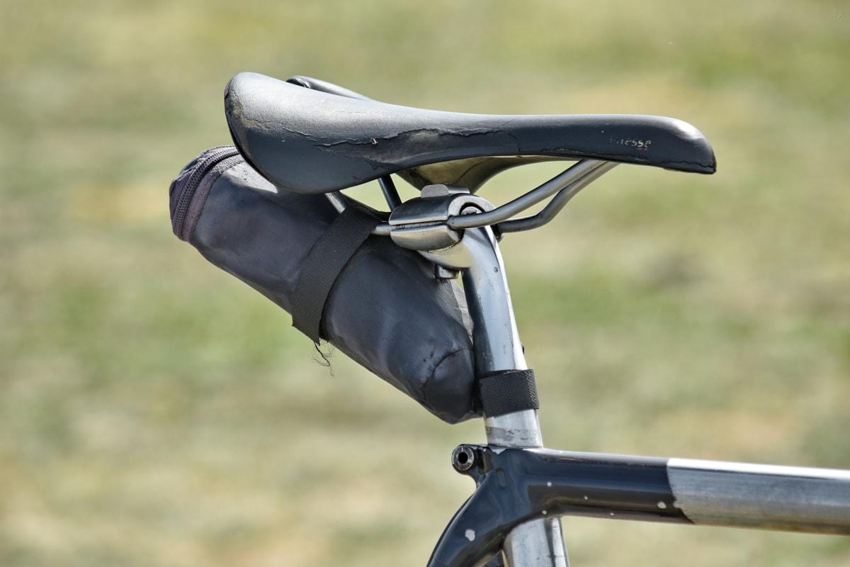 Polkupyörä, kromi, laitteet, metalli, metallinen, istuin, ulkona, pyörä, ruoho, urheilu