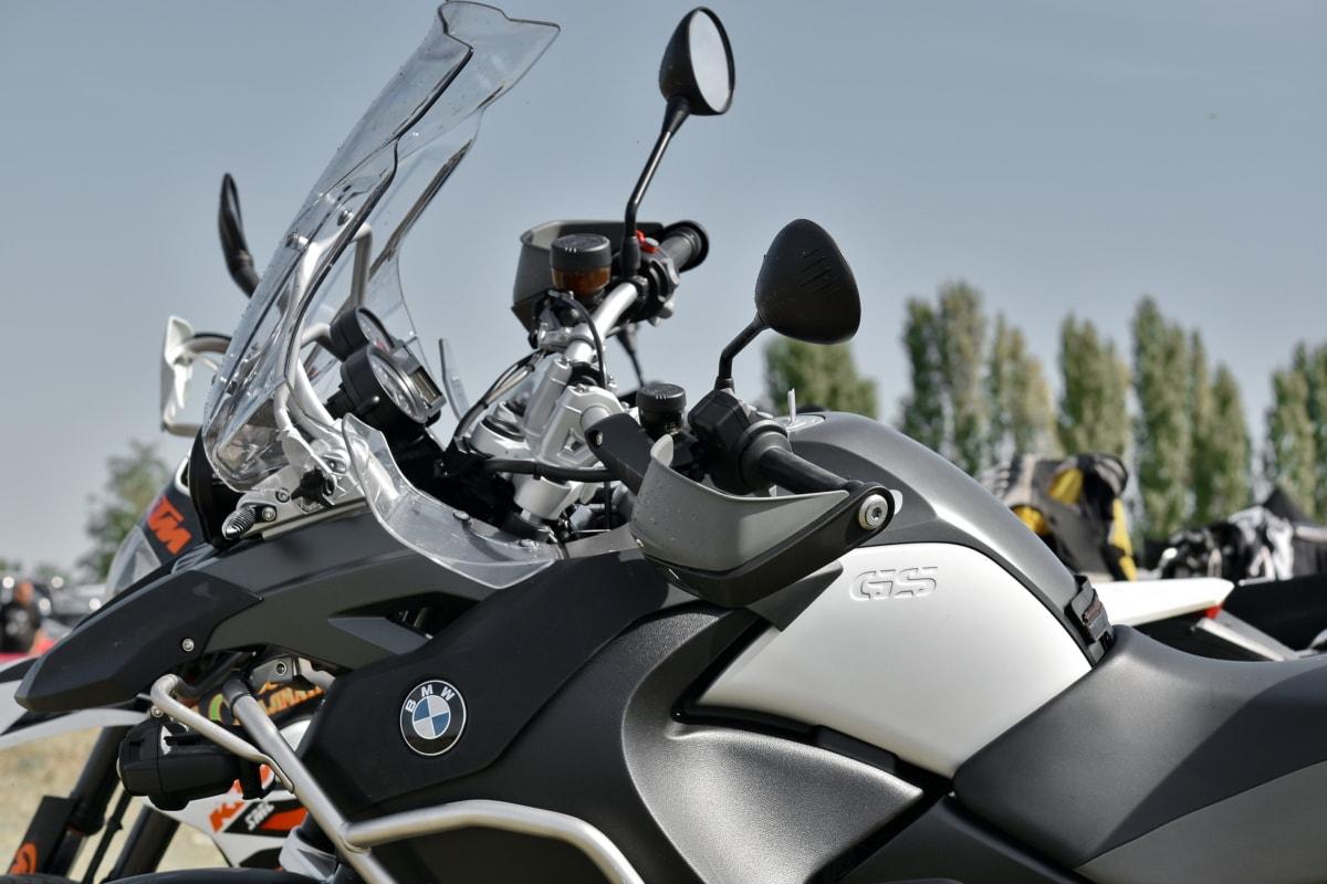 moto, Parc de stationnement, vue de côté, ensoleillement, pare-brise, véhicule, transport, siège, chrome, compétition