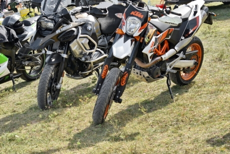 grassland, motocross, motorcycle, outdoor, parking lot, wheel, motorbike, minibike, vehicle, drive