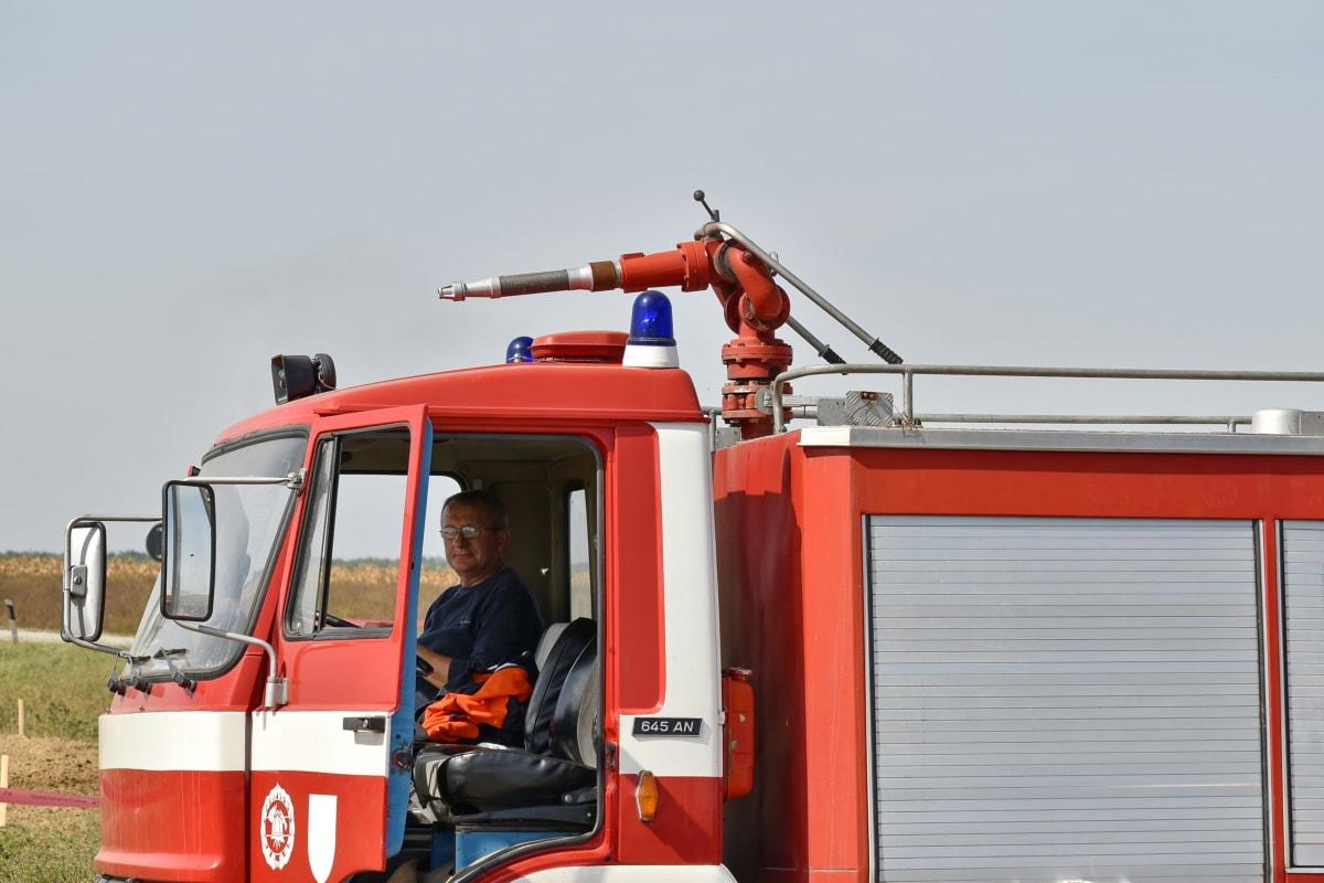 Vatrogasna vježba, vatrogasno vozilo, vatrogasno crijevo, vatrogasac, vatrogasac, vozila, kamion, hitan slučaj, spašavanje, industrija