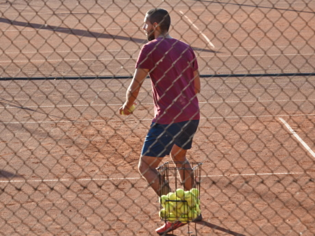 participant, tennis, tennis court, tennis racket, trainer, training program, ball, fence, sport, athlete