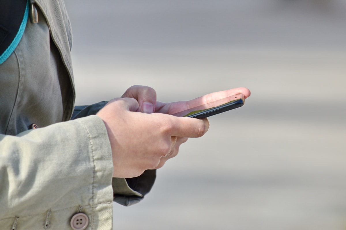 腕, コート, 指, 指先, 手, 携帯電話, タッチ, 手, 人々, 女の子