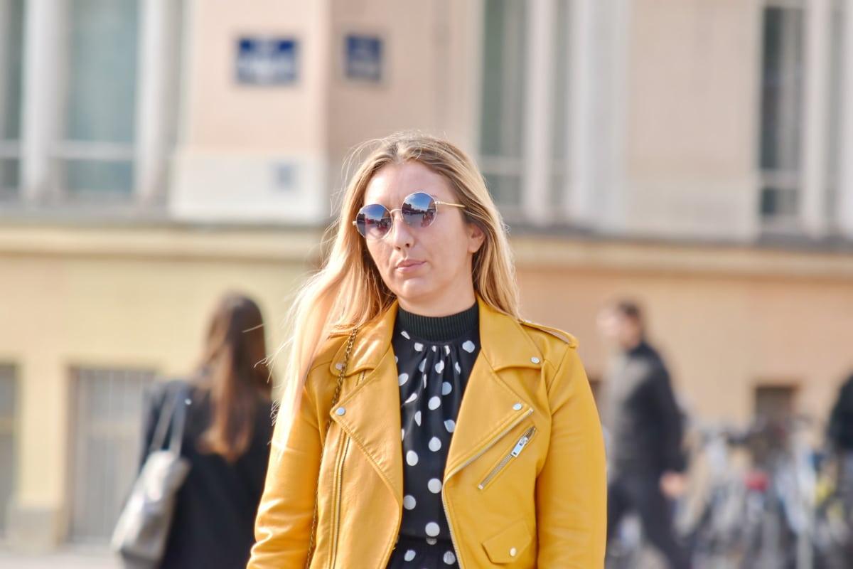 cabelo loiro, casaco, confiança, elegante, óculos, moda, lindo, modelo da foto, posando, terno
