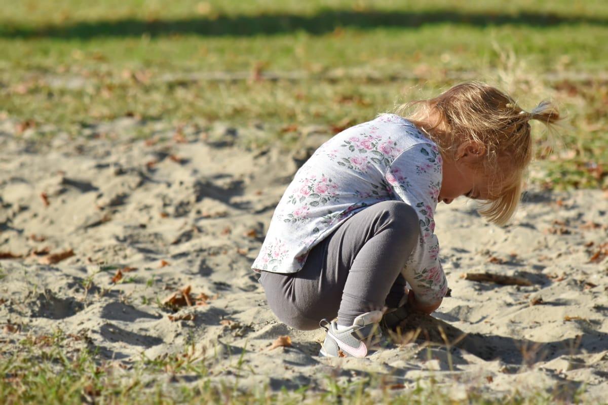 blonde haren, kind, genot, speelse, Mooi meisje, zand, natuur, gras, buitenshuis, zomer