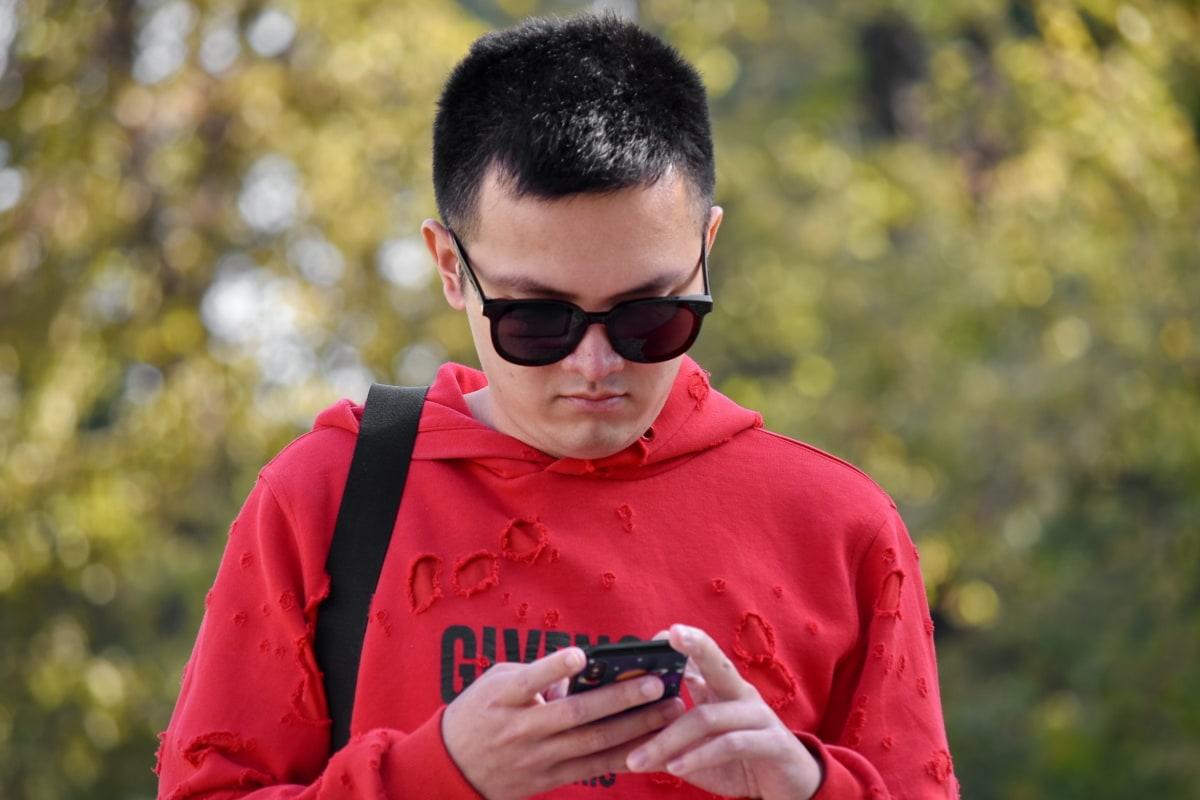 Asia, chico, teléfono móvil, Chino, hermoso, vertical, gafas de sol, al aire libre, naturaleza, ocio