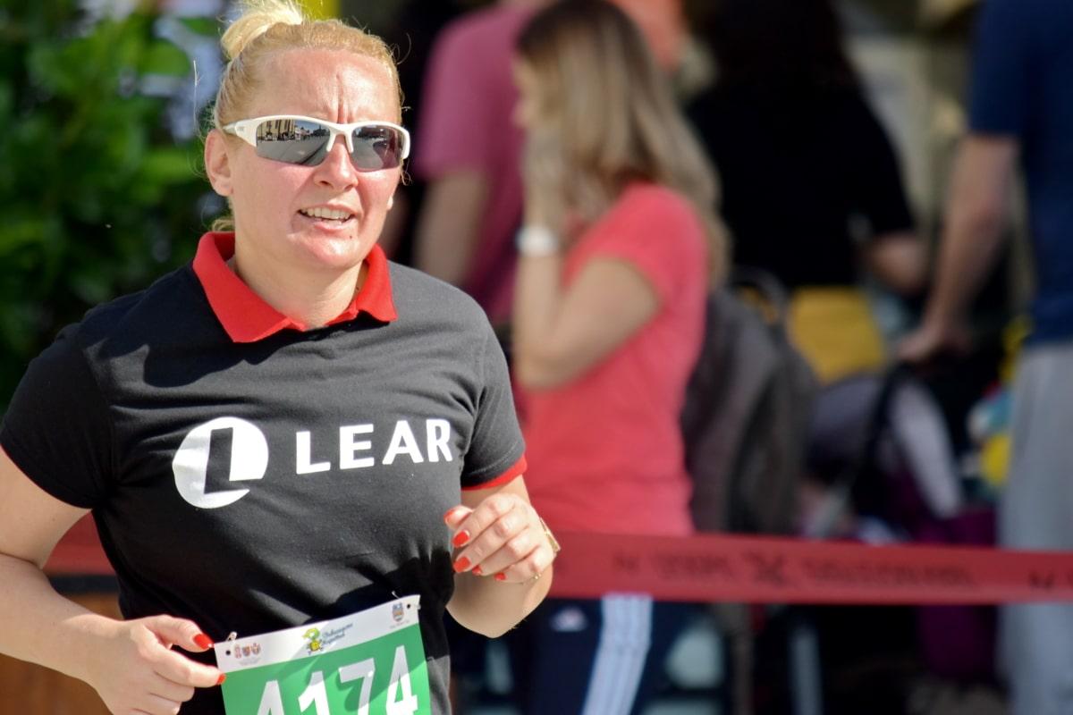 cabello rubio, cuerpo, multitud, carrera a pie, felicidad, Maratón, corredor de la, sonriendo, dientes, persona
