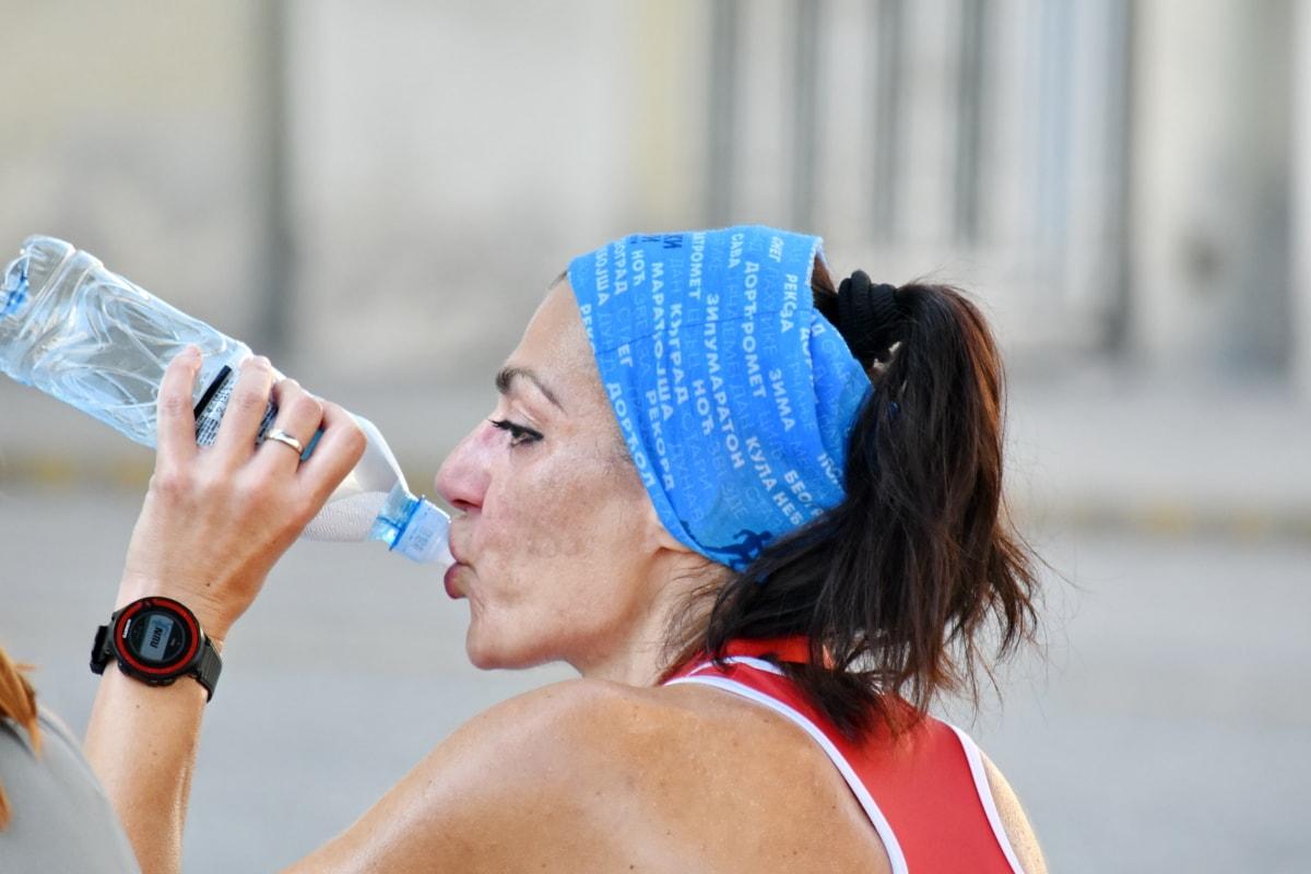 пляшка, вода в пляшках, напій, Питна вода, фітнес, біг підтюпцем, Симпатична дівчина, жінка, на відкритому повітрі, люди