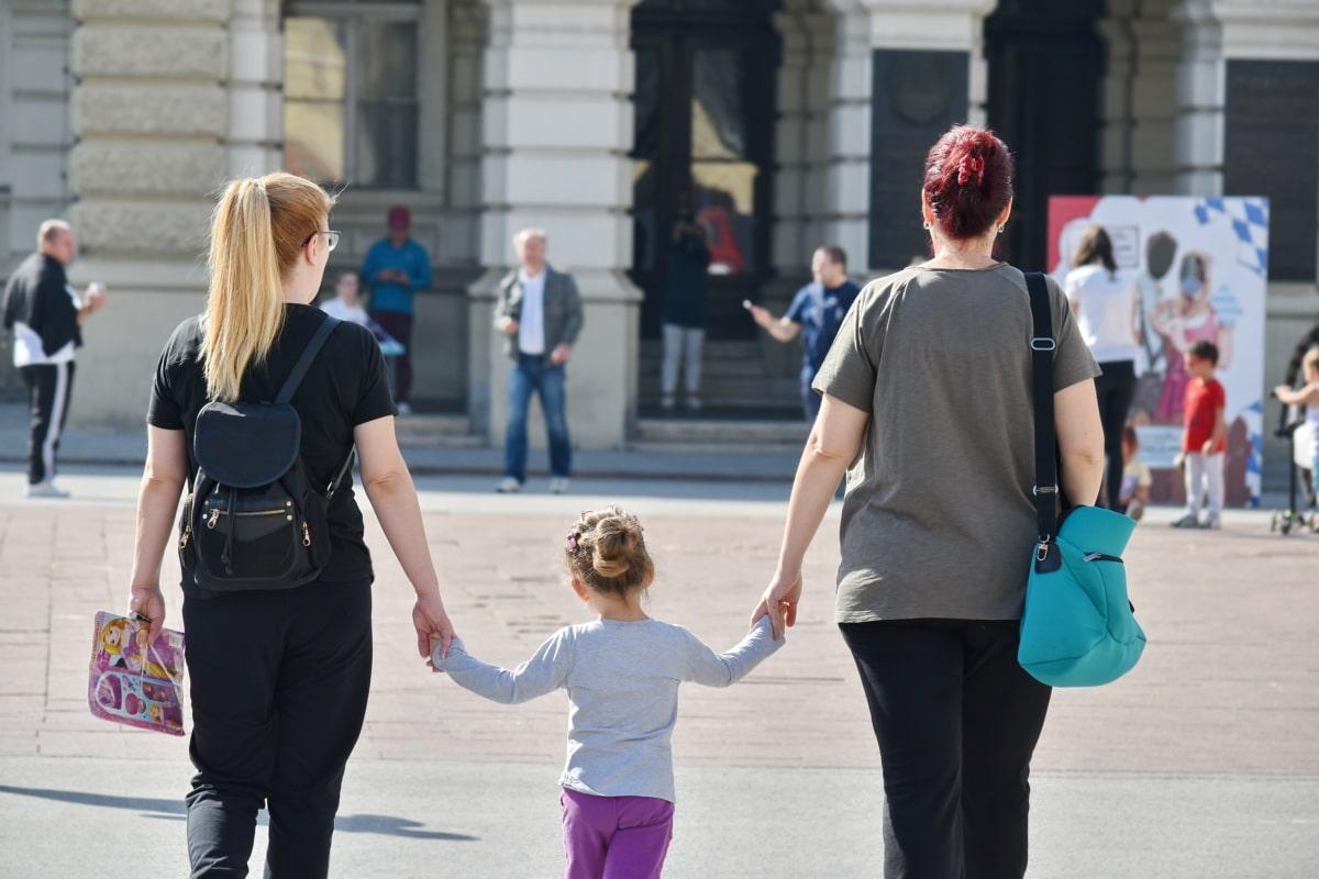 cabello rubio, niño, infancia, multitud, familia, mujeres, Ciudad, calle, mujer, personas