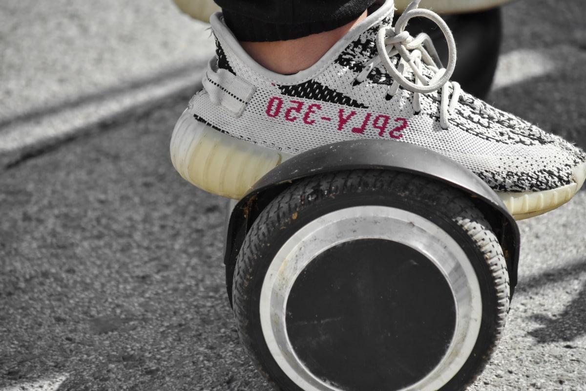 モダンです, スケート ボード, スニーカー, タイヤ, 靴, 通り, ホイール, 古い, スケート, ファッション