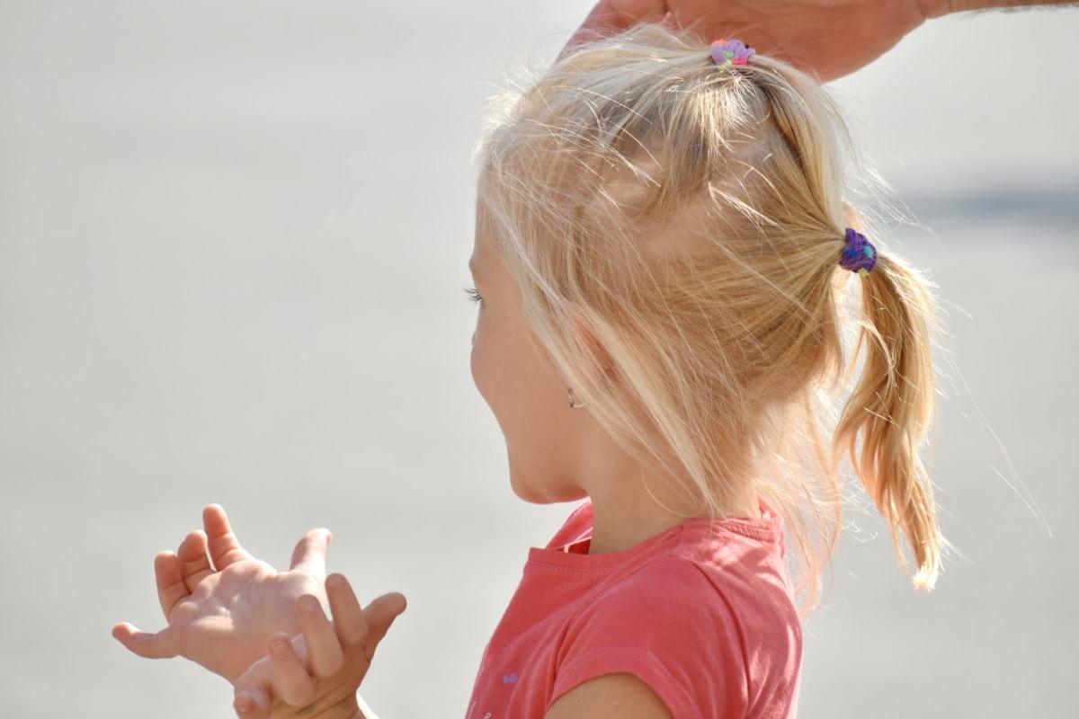 blonde hår, barndom, spænding, lykke, Smuk pige, overraskelse, sommer, natur, barn, sjov