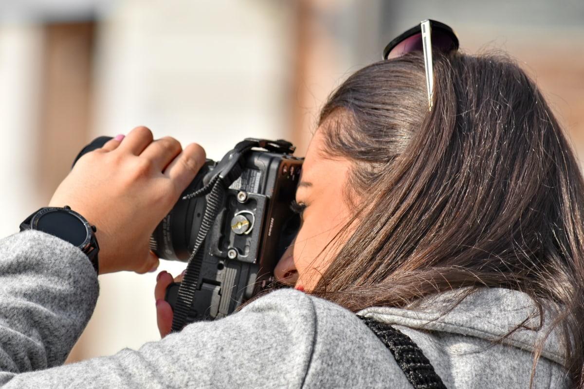 væpne, kameraet, fingeren, frisyre, håndfull, hender, fotograf, pen jente, skulder, kvinne
