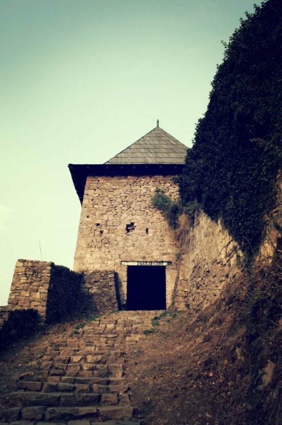 architecture, building, fortress, ancient, castle, fortification, old, outdoors, landscape, light