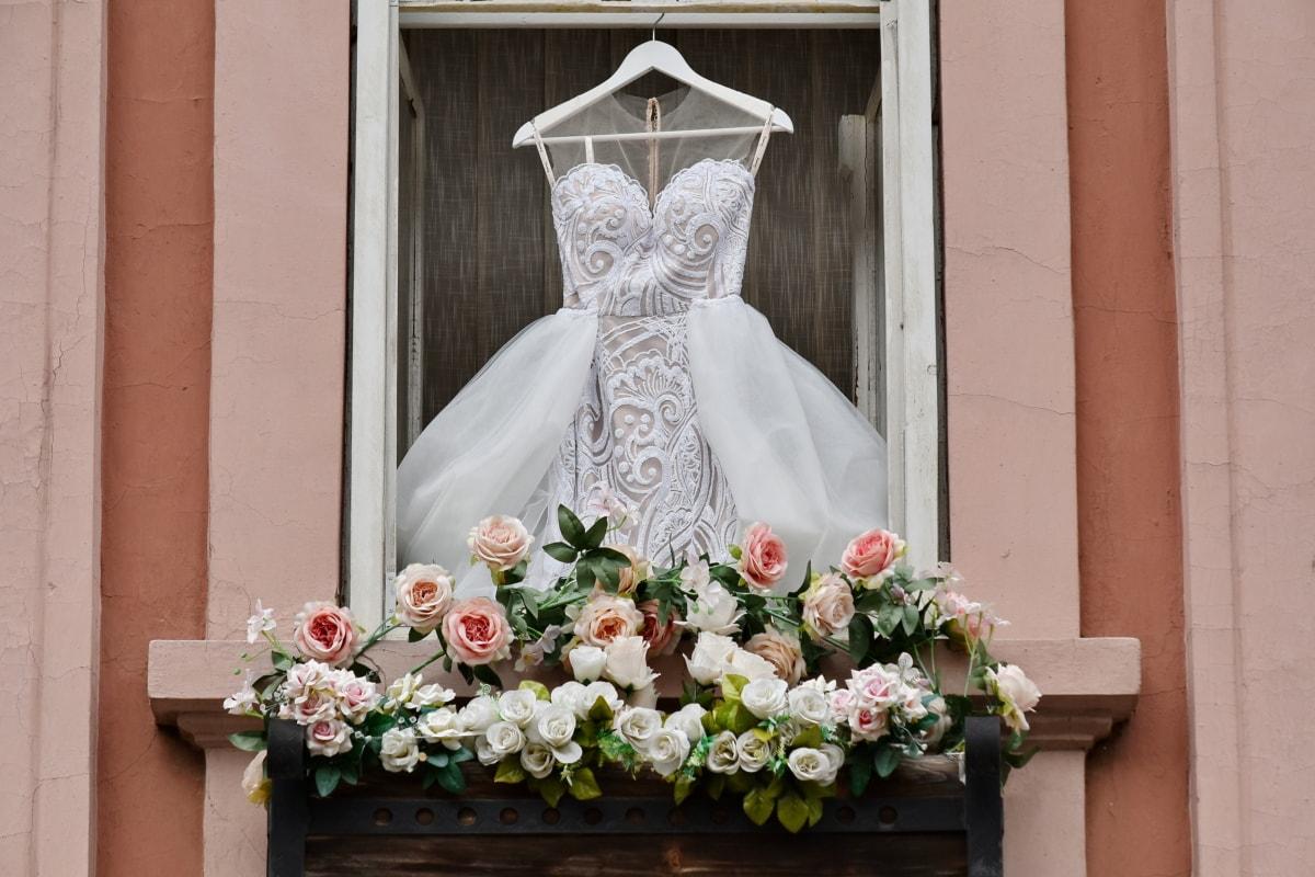 ระเบียง, พิธี, ตกแต่ง, การแต่งกาย, งานแต่งงาน, หน้าต่าง, โครงสร้าง, ดอกไม้, ความรัก, การแต่งงาน