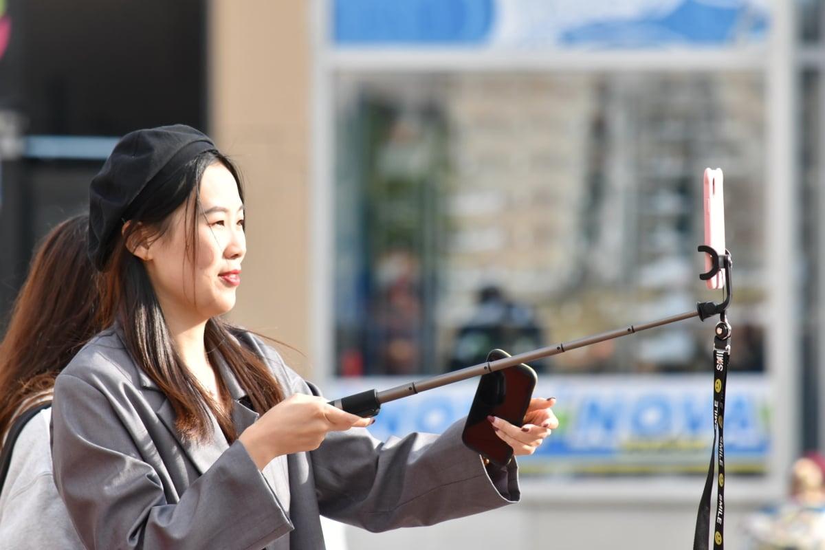 Asiatiska, affärskvinna, mobiltelefon, fotomodell, fotografering, leende, pinne, kvinna, vapen, Utomhus