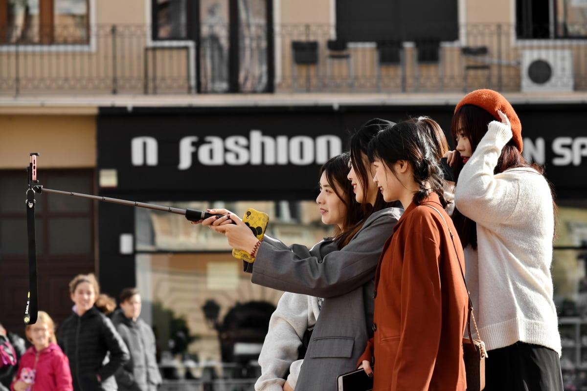 Grupa, spectator, strada, comuniune, atracţie turistică, zonă urbană, femei, persoană, femeie, oameni