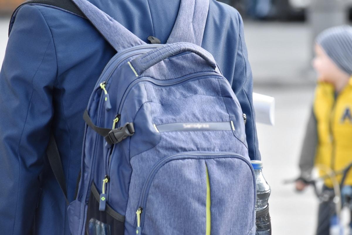 กระเป๋าเป้สะพายหลัง, สตรีท, คน, เมือง, ในเมือง, กิจกรรมกลางแจ้ง, คน, ความปลอดภัย, อุตสาหกรรม, ร่วมสมัย