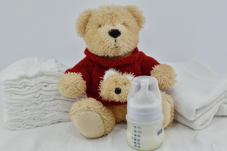 Imagen gratis: pañal, leche, recién nacido, juguete, osito ...