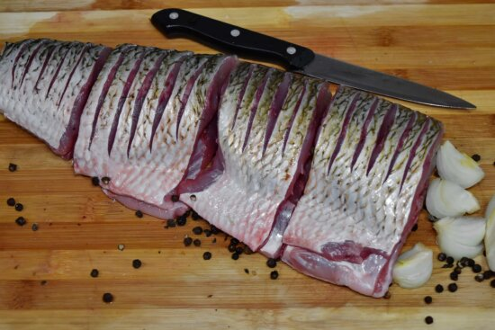 fillet, fish, fresh, kitchen table, kitchenware, knife, raw meat, vegetables, meat, wood