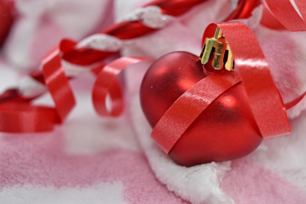 heart, love, romance, romantic, shining, thread, wedding, surprise, celebration, gift