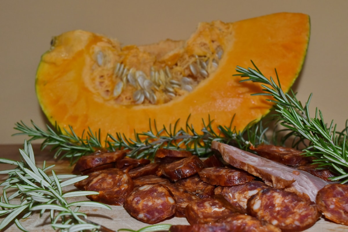 beef, garnish, lamb, meat, pork, pumpkin seed, rosemary, food, vegetable, delicious
