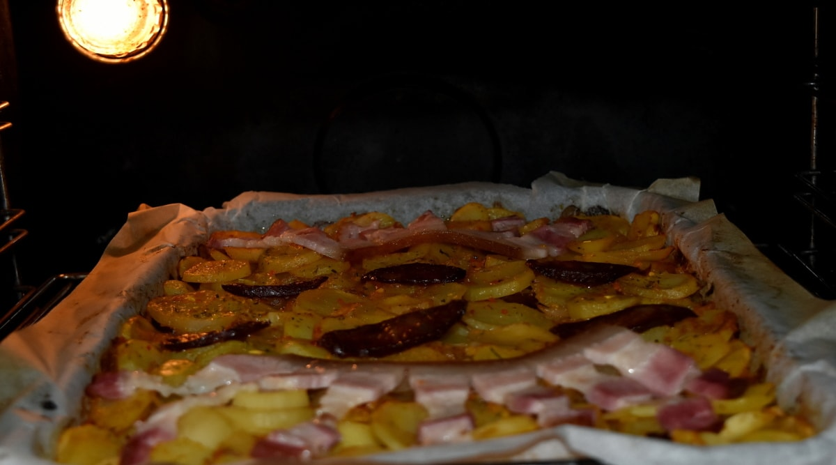 bacon, baking, kitchen, light, oven, potatoes, lunch, meat, vegetable, dish