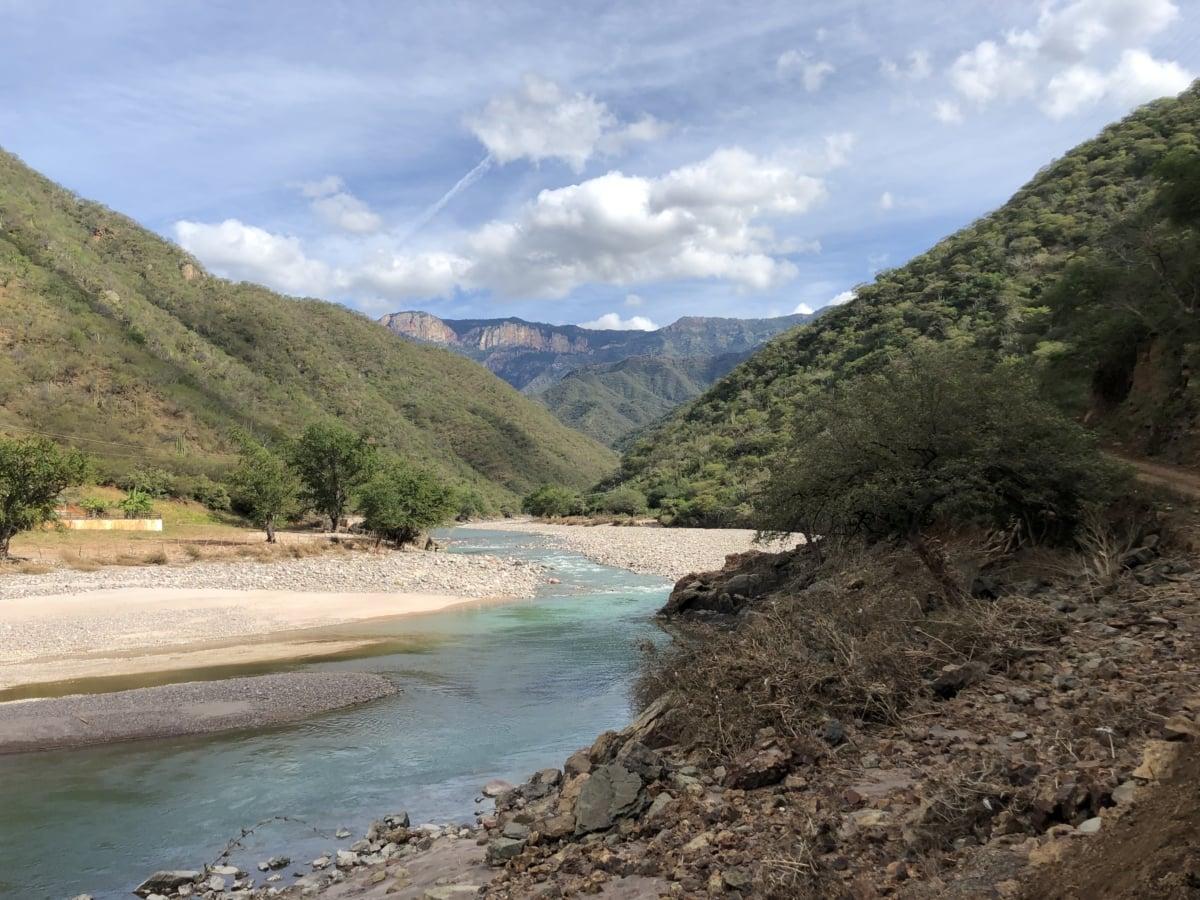 rijeka, obala rijeke, stjenovita rijeka, voda, planine, krajolik, priroda, plaža, stijena, morska obala