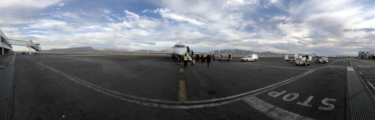 επιβίβασης, διάδρομος, αεροπλάνο, Αεροδρόμιο, δρόμου, μεταφορά, όχημα, ρυμουλκό, φορτηγό, αεροσκάφη