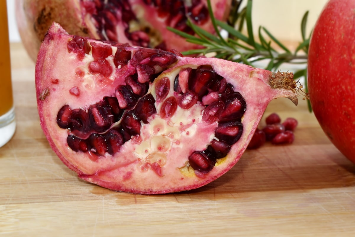 antioxidant, close-up, cross section, pomegranate, seed, side view, dessert, produce, food, fruit