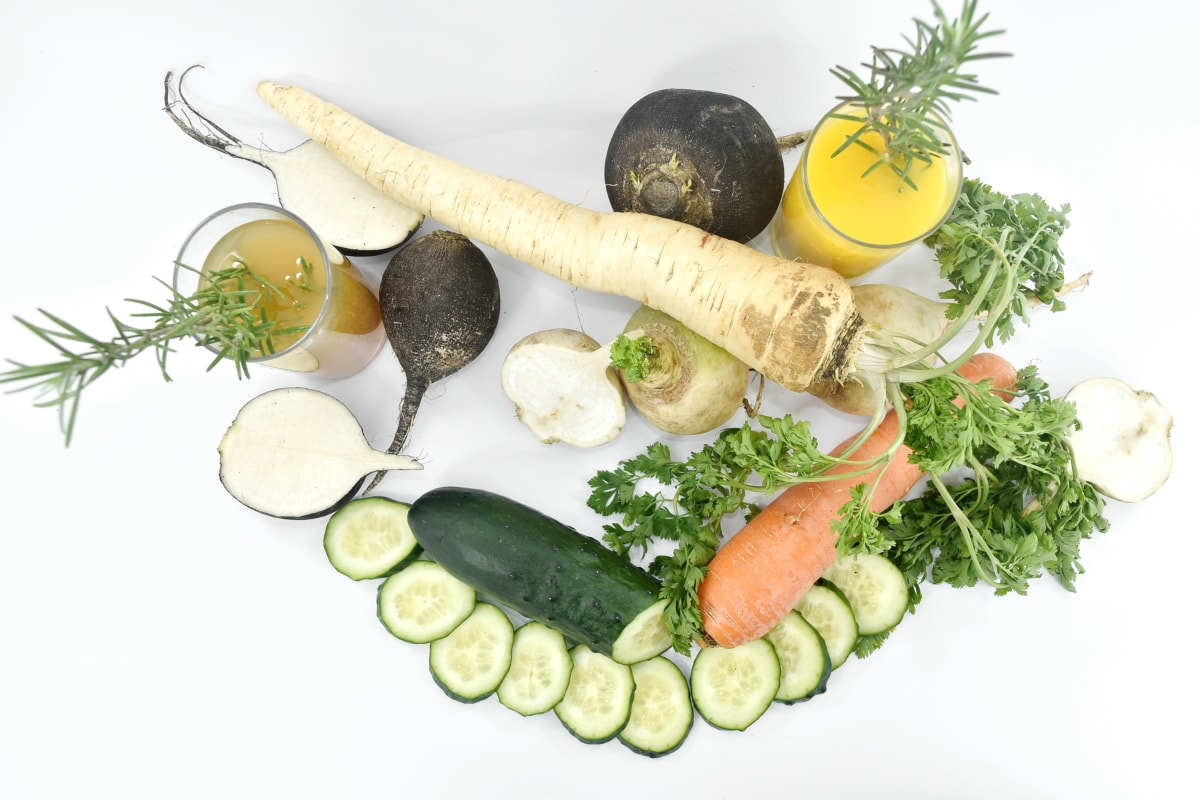 carrot, cucumber, fruit juice, nutrition, parsley, radish, meal, lunch, salad, vegetables