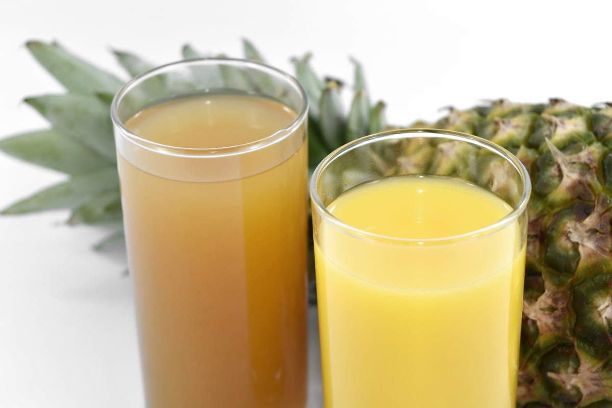 antioxidant, fruit, fruit juice, liquid, pineapple, yellow leaves, yellowish brown, glass, juice, beverage