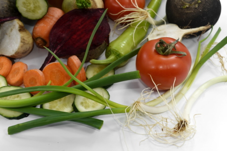 beetroot, carrot, celery, chives, kitchen table, kohlrabi, leek, onion, tomatoes, turnip