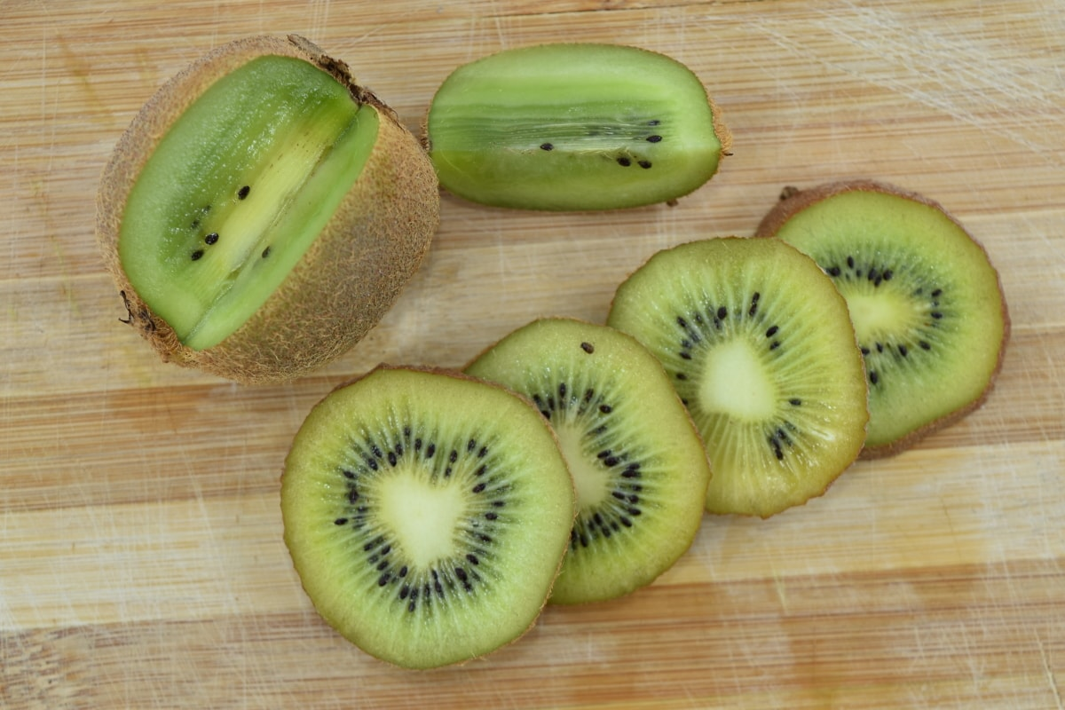 aromatic, bitter, fruit, kiwi, slices, tropical, yellowish brown, food, fresh, diet