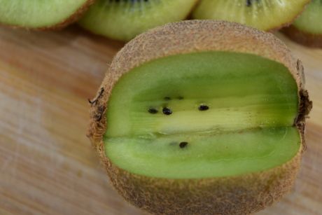 antibacterial, antioxidant, bitter, cross section, fruit, kiwi, tropical, fresh, diet, food