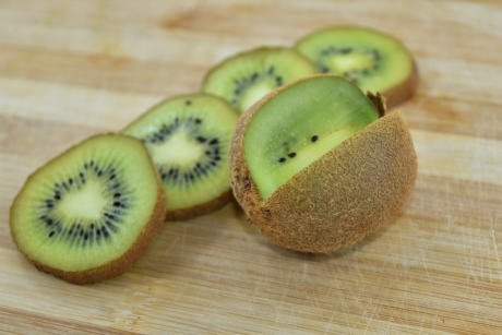 antioxidant, aroma, bitter, kiwi, products, ripe fruit, slices, tropical, fresh, diet