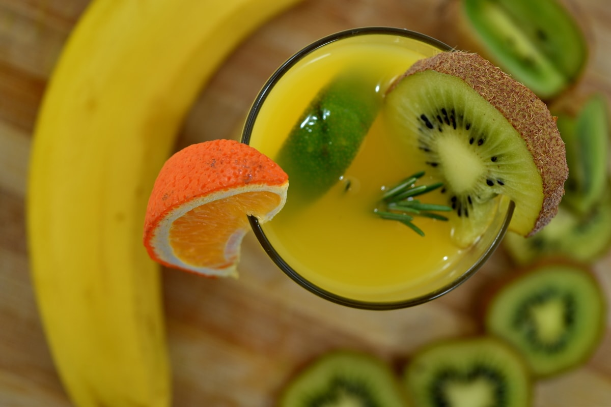 ascorbic acid, banana, beverage, cold water, fruit juice, kiwi, lemonade, vitamin C, food, garnish