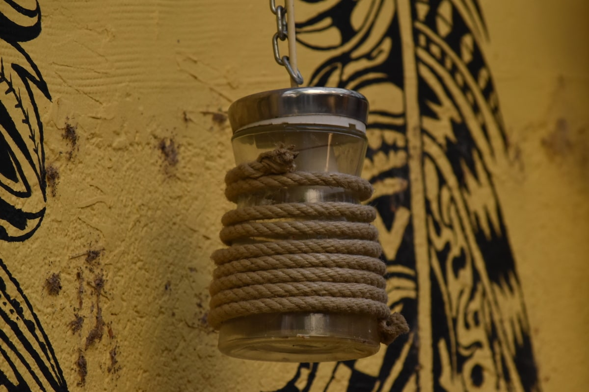 Graffiti, colgante, lámpara, cuerda, pared, retro, sucio, antiguo, antiguo, al aire libre