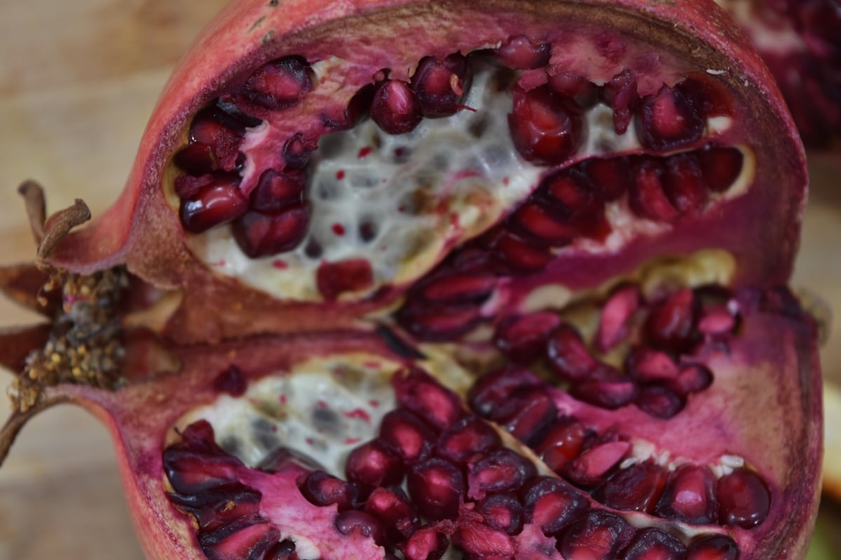 Podrobnosti, Granátová jablka, červená, zralé plody, semeno, výseč, vitamín C, vitamíny, vyrobit, exotické