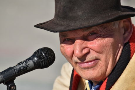 confidence, elder, face, man, microphone, musician, performer, speaking, wrinkle, music