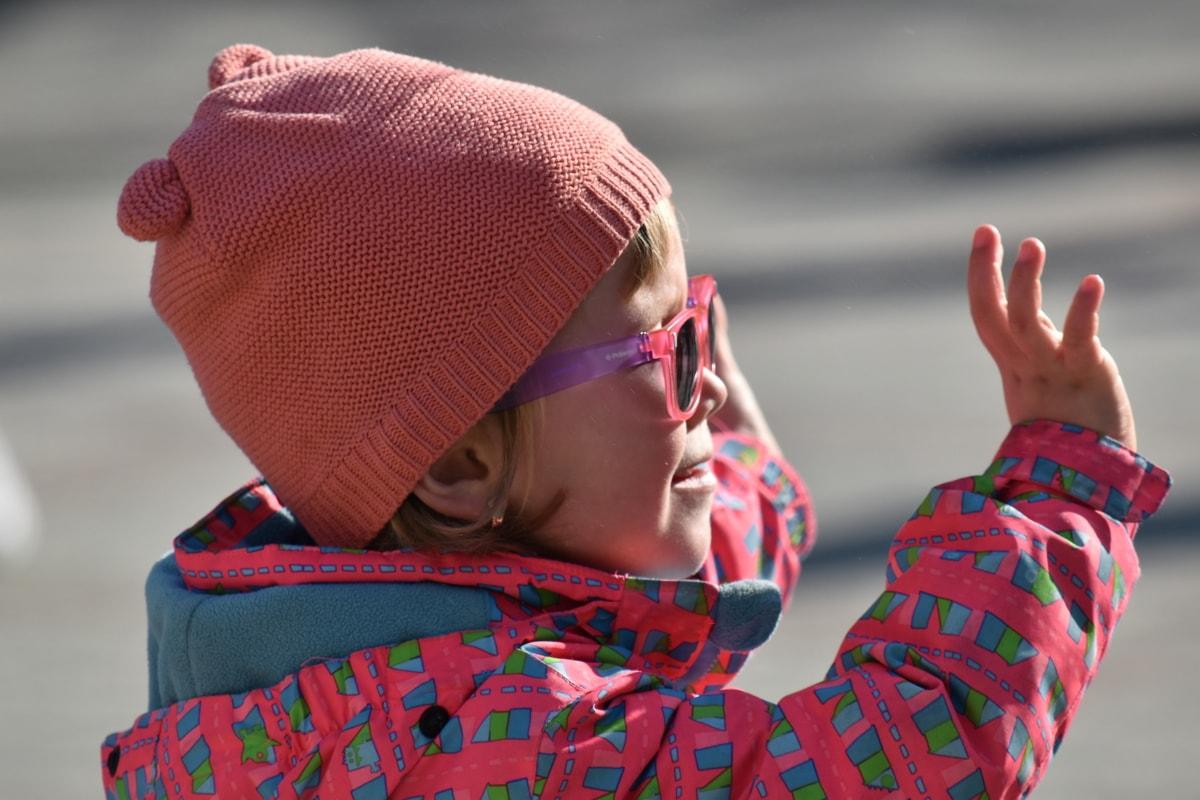 ร่าเริง, เด็ก, ความเพลิดเพลิน, สนุก, ความสุข, หมวก, ขี้เล่น, สาวสวย, แว่นตากันแดด, หนาว