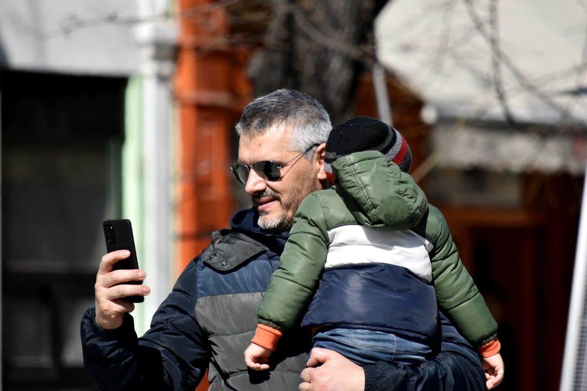 Familj, Fader, innehav, Kärlek, mobiltelefon, son, telekommunikation, fotograf, gata, man