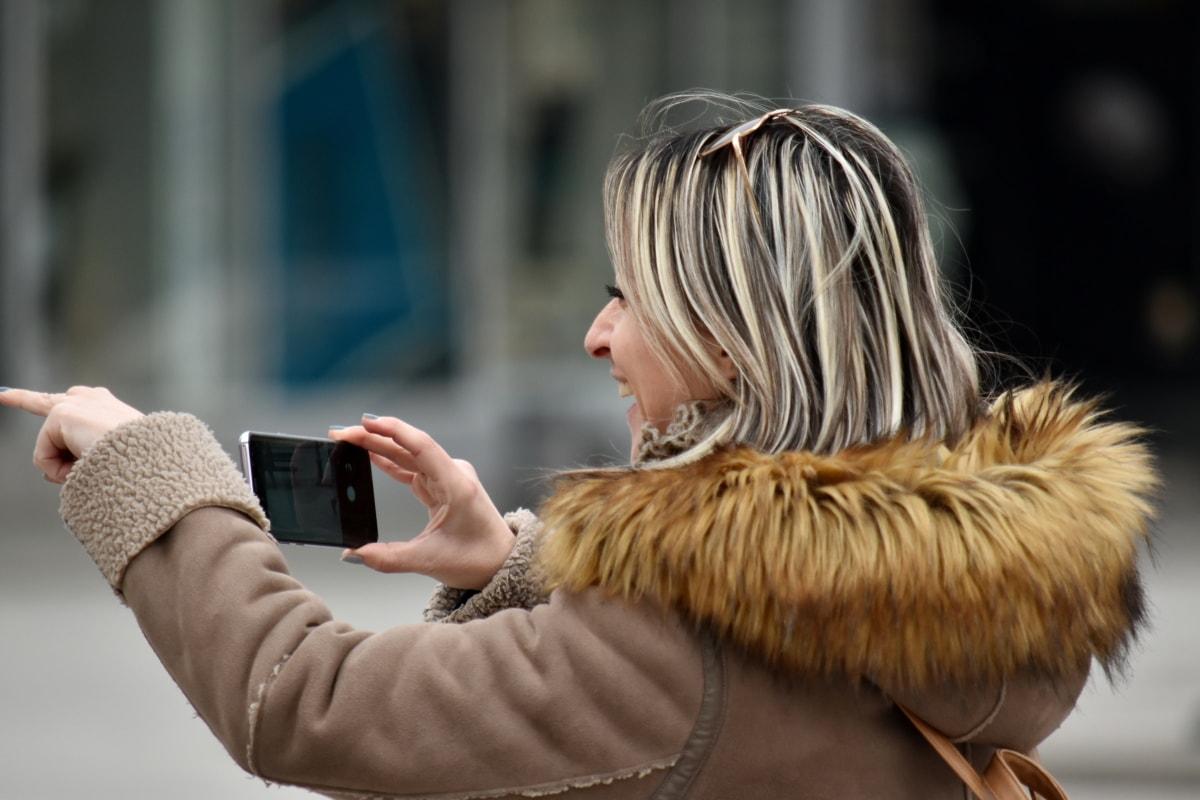 blond vlasy, veselý, požitek, nádherná, štěstí, mobilní telefon, hezké děvče, úsměv, telekomunikace, Žena